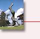 "Rūmų kiemas: Liuksemburgiečių menininko Lucien Wercollier skulptūra ""La croissance"""